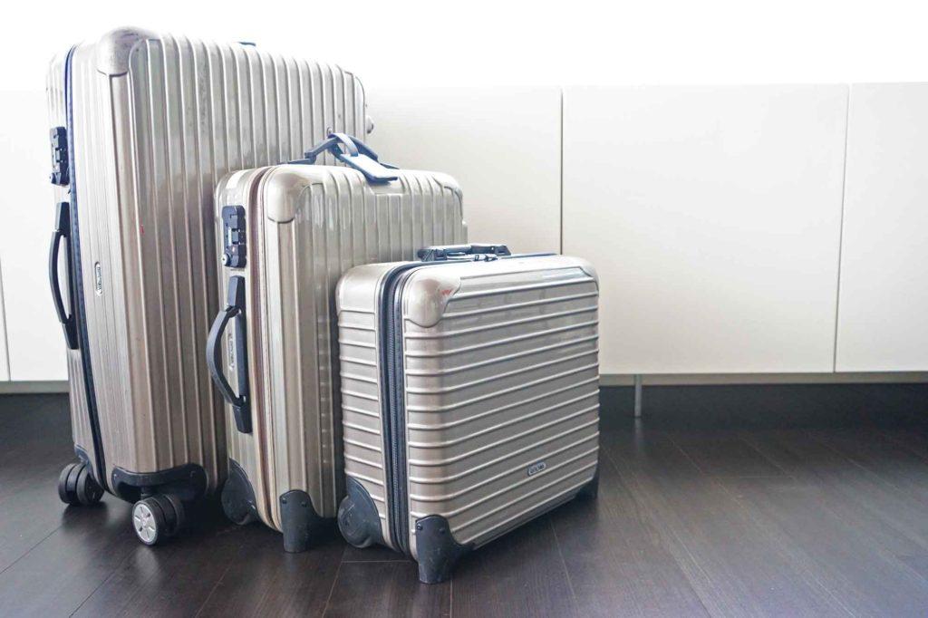 お気に入りの旅グッズ:リモアのスーツケース、成田空港で修理してみた。